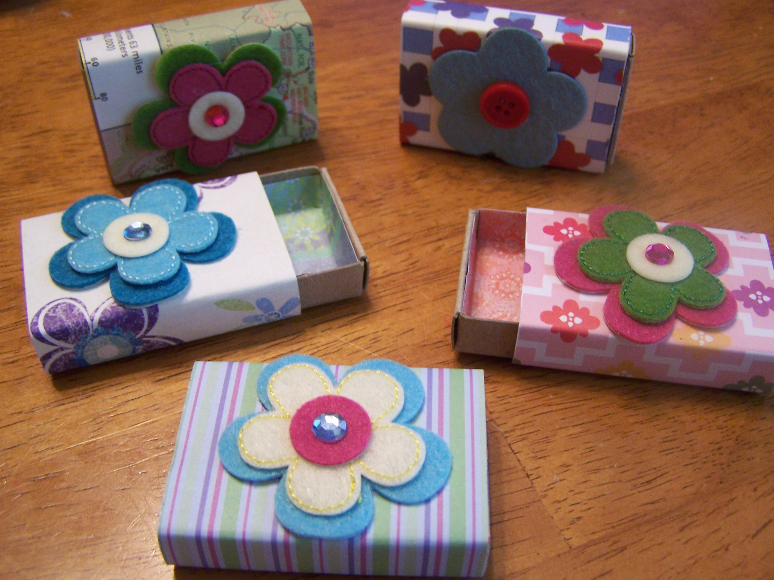 Easy Sellable Craft Ideas http://lifewithmichelle.wordpress.com/category/fun-and-easy-crafts/